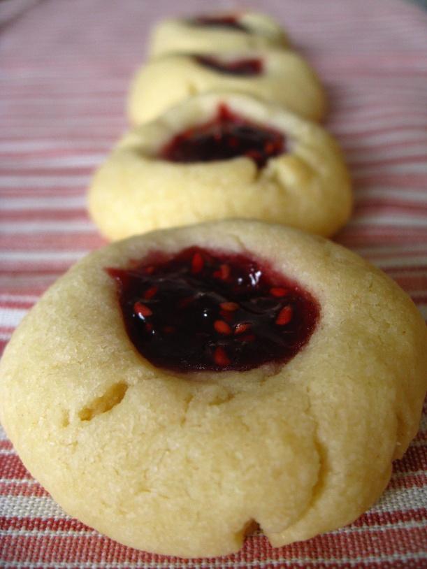 raspberry thumbprint cookies | doughseedough.net