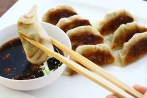 vegetarian potstickers  | doughseedough.net