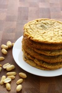 peanut butter chocolate chip cookies | doughseedough.net