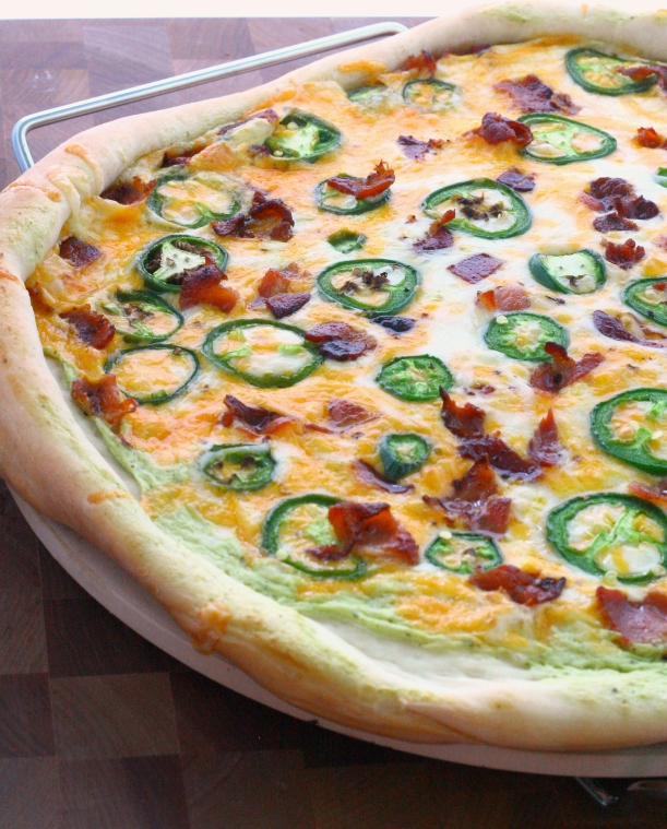 jalapeno popper pizza with jalapeno ranch sauce | doughseedough.net