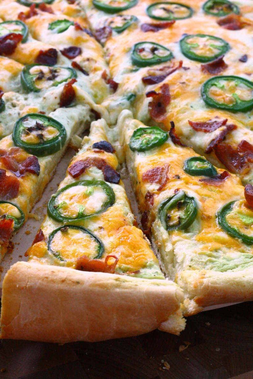 jalapeno popper pizza with jalapeno ranch sauce   doughseedough.net
