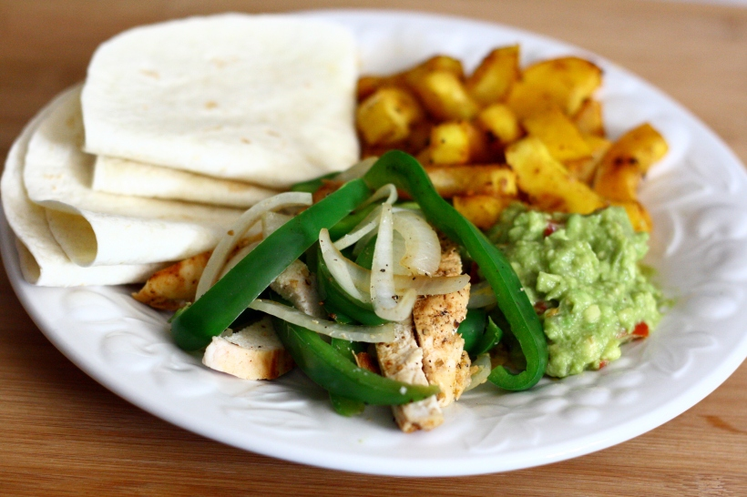 easy chicken fajitas | doughseedough.net