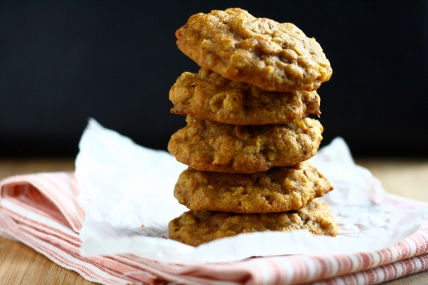 Pumpkin Oatmeal Cookies with Cinnamon Chips and Walnuts | doughseedough.net