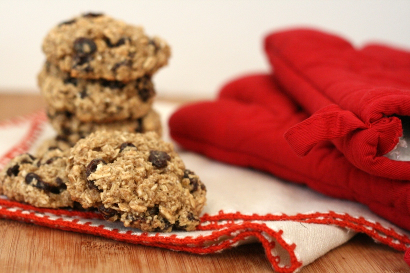 {dairy-free} chewy oatmeal raisin  cookies | doughseedough.net