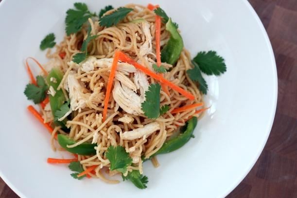 Peanut Noodles with Chicken and Veggies | doughseedough.net