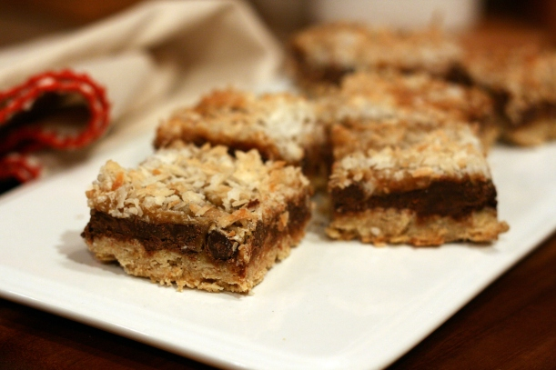 Chocolate Caramel Coconut Bars | doughseedough.net