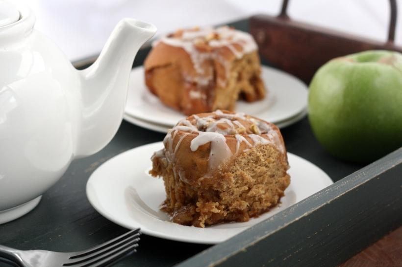 Overnight Apple-Gingerbread Cinnamon Rolls | doughseedough.net